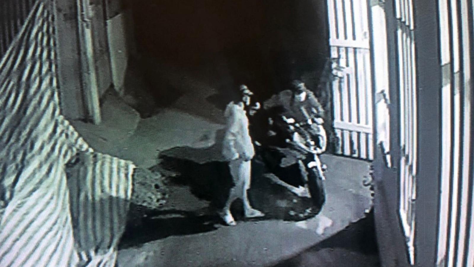 Mất 2 xe máy ngay trong trụ sở công an phường