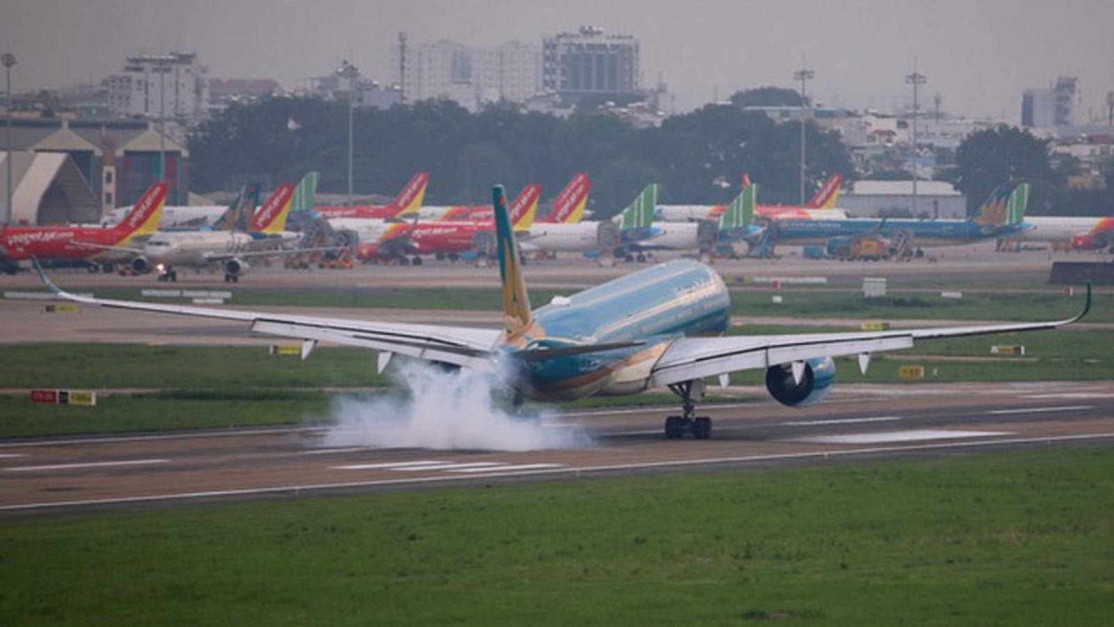 Dừng bay, giảm tần suất các chuyến bay đến Tân Sơn Nhất vì COVID-19