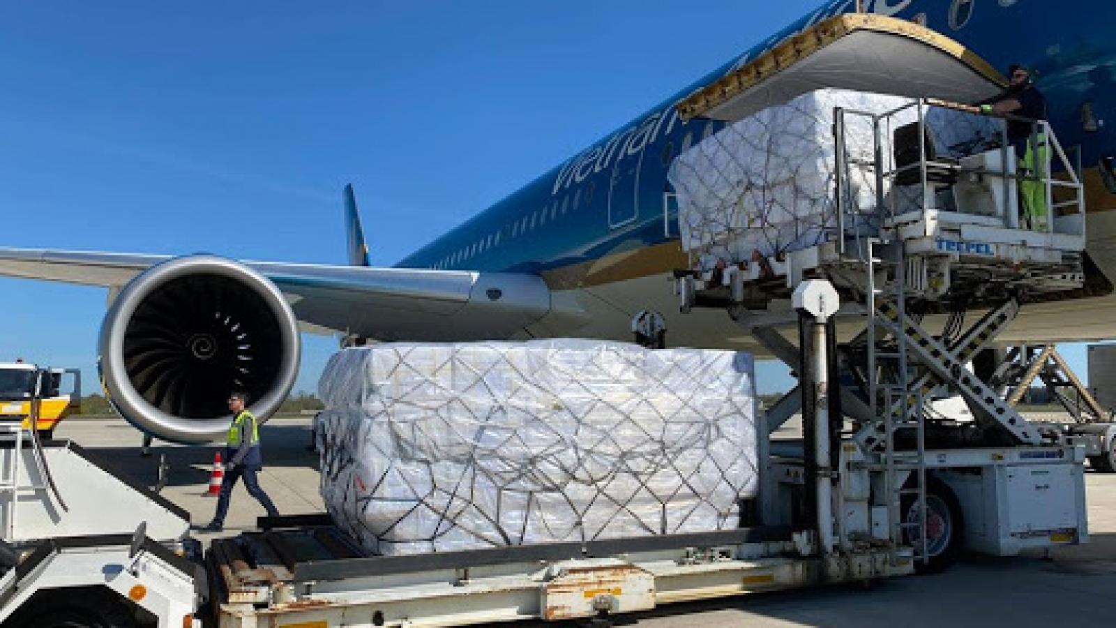 Các chuyến bay vận chuyển vaccine COVID-19 sẽ được quyền ưu tiên hạ cánh