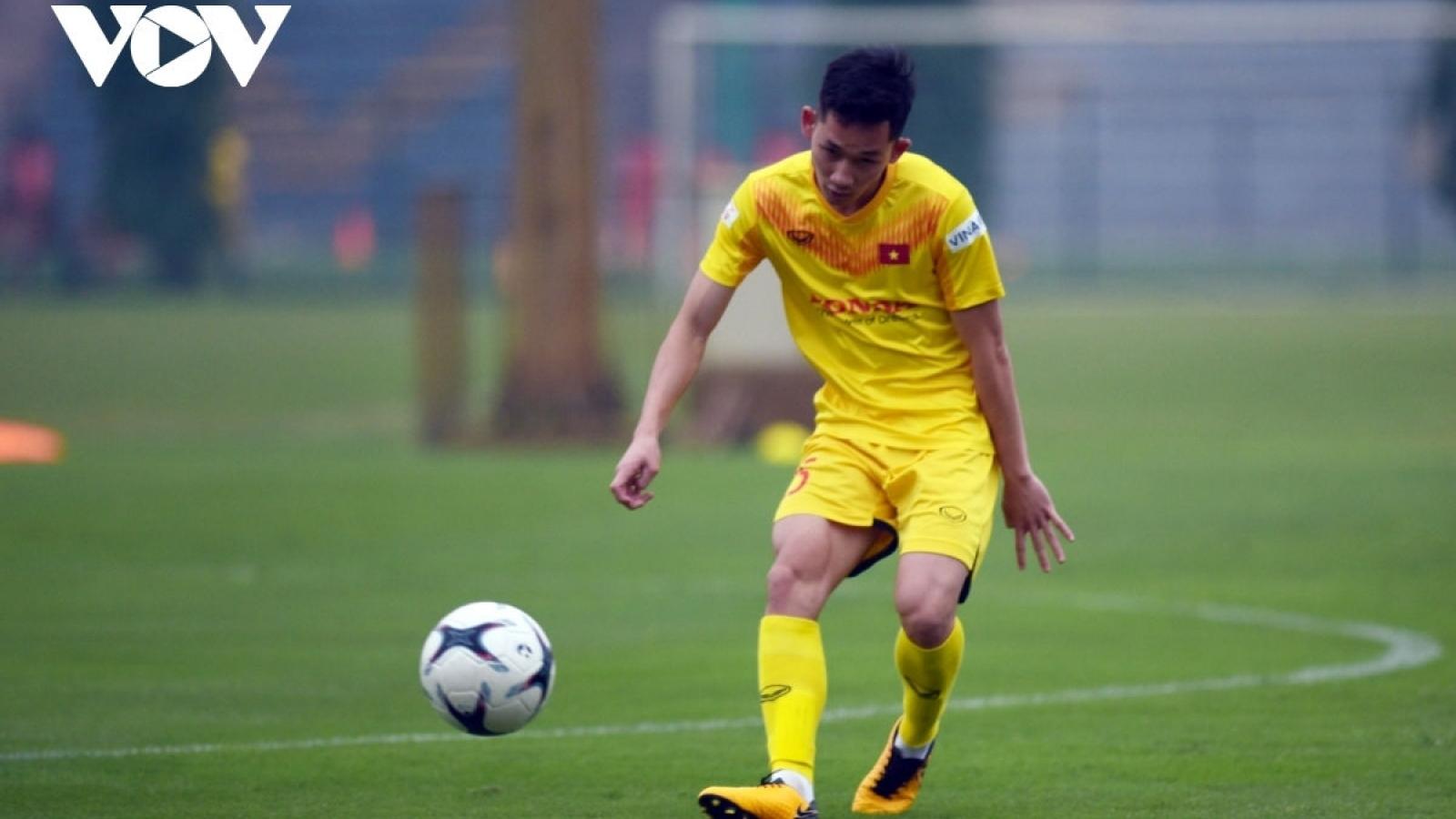 Cầu thủ trẻ nhất ĐT Việt Nam phải cách ly thêm 7 ngày