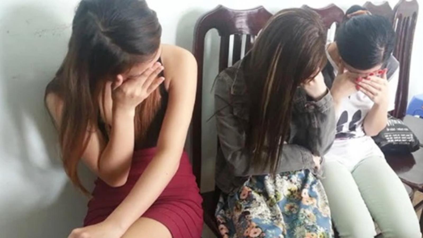 Mua dâm thiếu nữ dưới 16 tuổi, hai gã đàn ông bị truy tố