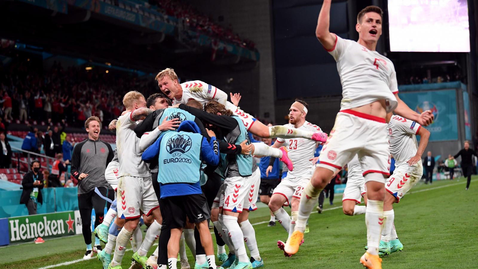 Thắng đậm Nga, Đan Mạch vào vòng knock-out EURO 2021