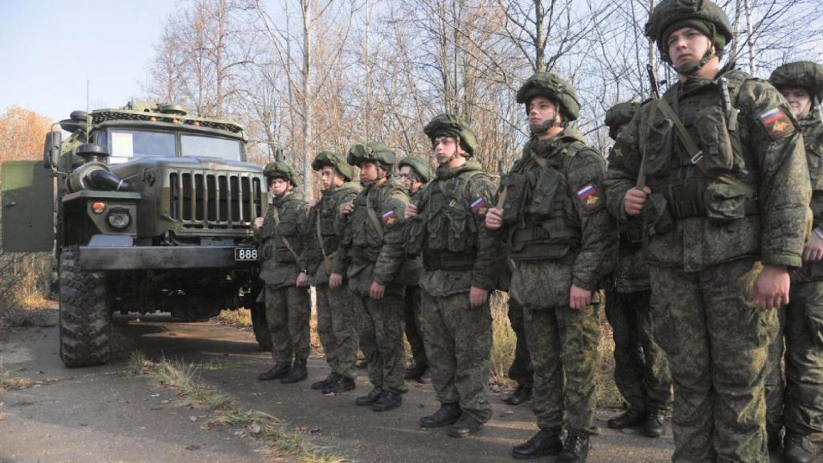 Ukraine chỉ trích Nga mới chỉ rút 10.000 quân sát biên giới