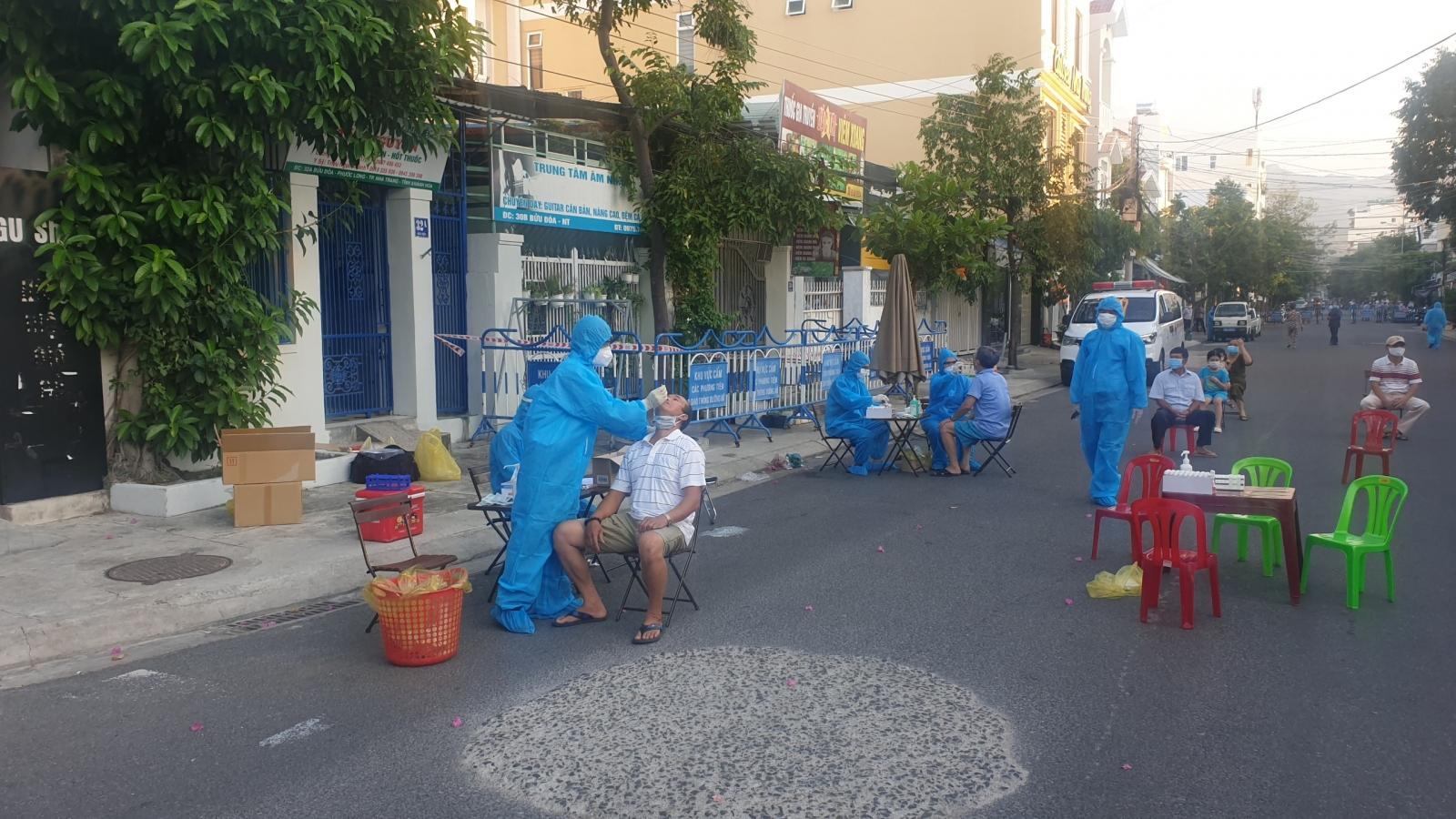 Bé trai 7 tuổi ở Khánh Hòa dương tính với SARS-CoV-2