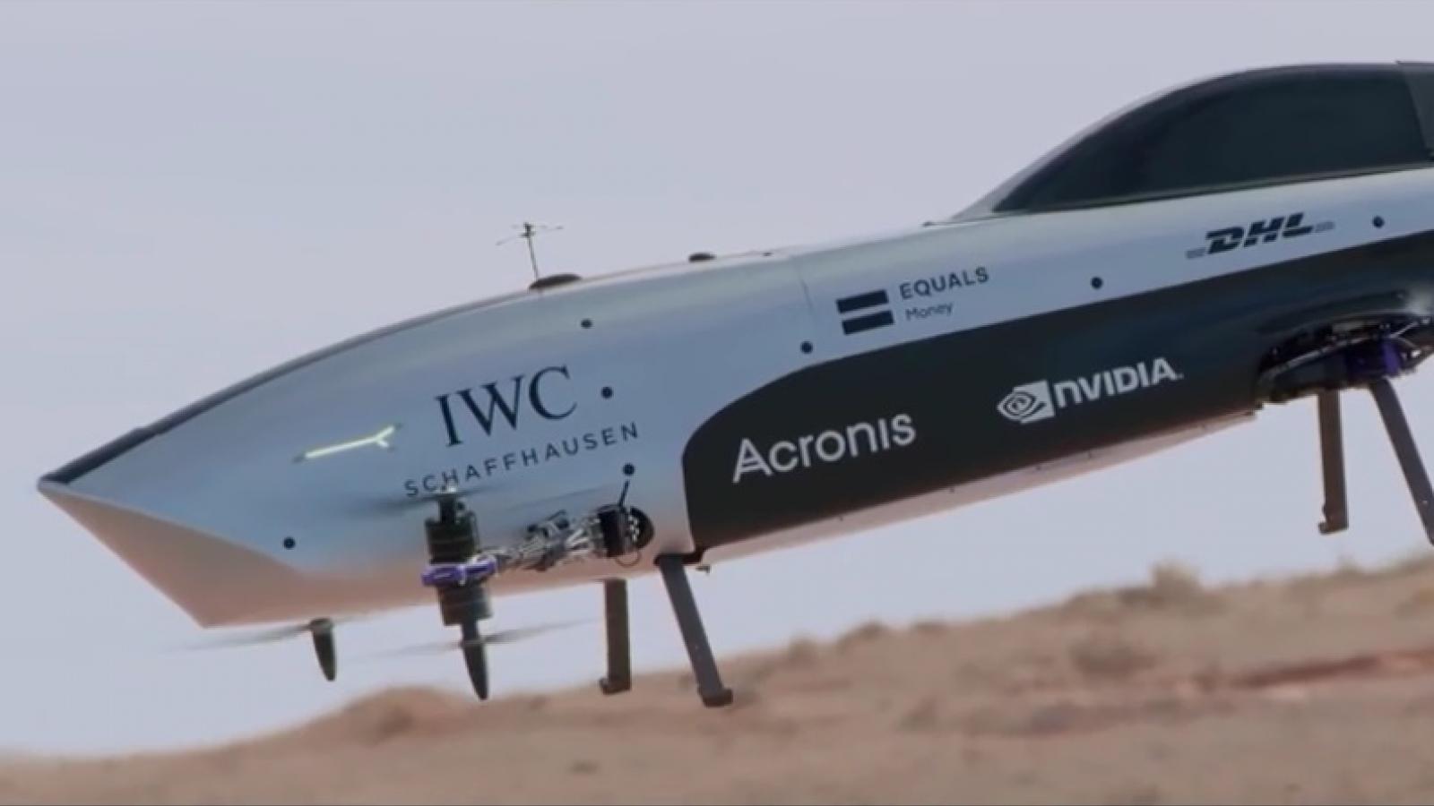 Ấn tượng ô tô bay đua chạy điện đầu tiên trên thế giới