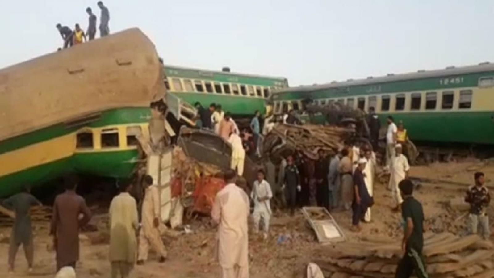 Tai nạn đường sắt kinh hoàng ở Pakistan, ít nhất 25 người thiệt mạng