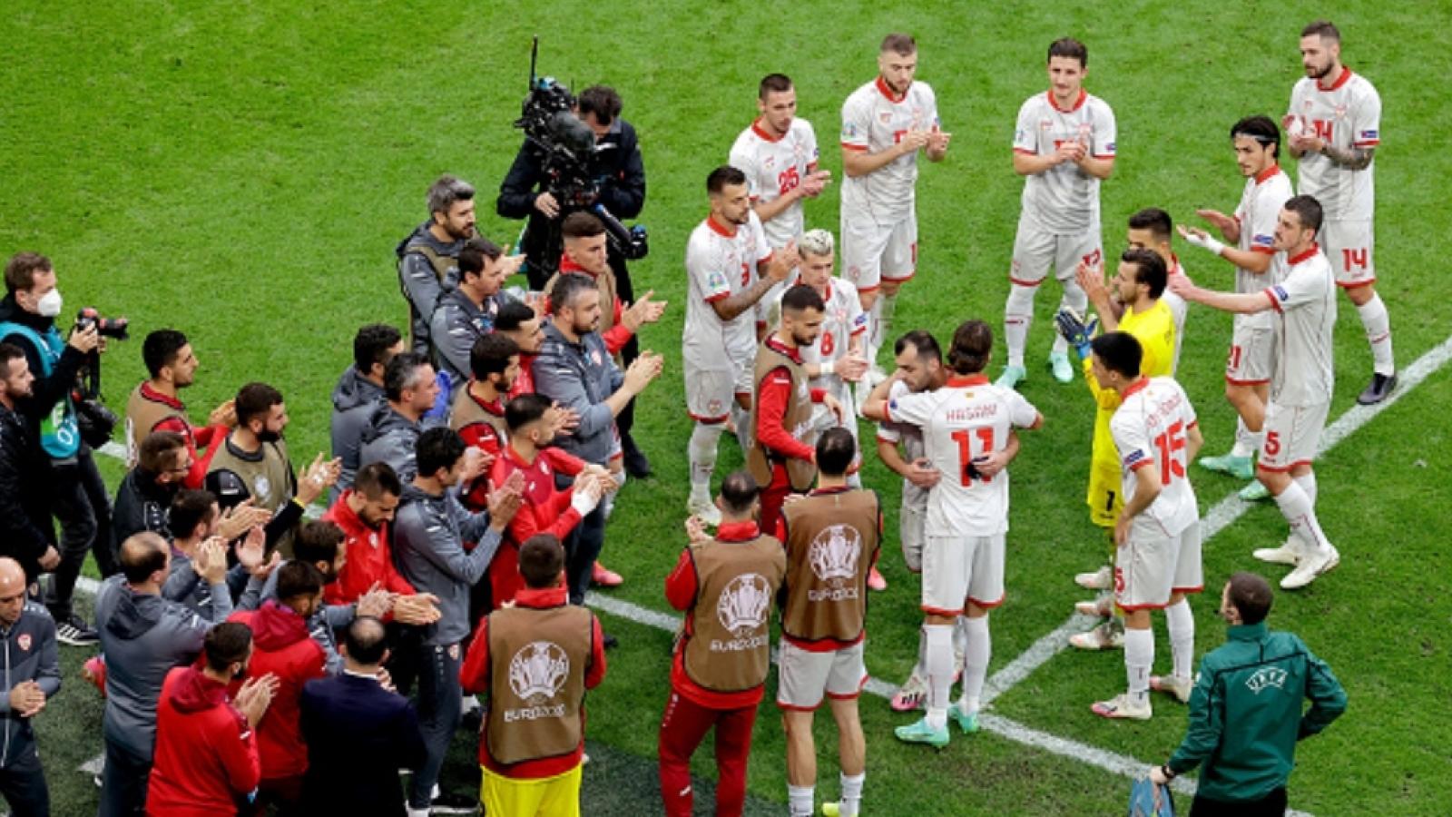 Xúc động hình ảnh của Goran Pandev ở trận Bắc Macedonia 0-3 Hà Lan