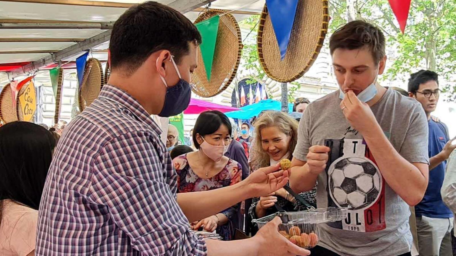 Người tiêu dùng Pháp khen vải thiều Việt Nam ngon hơn vải Madagascar