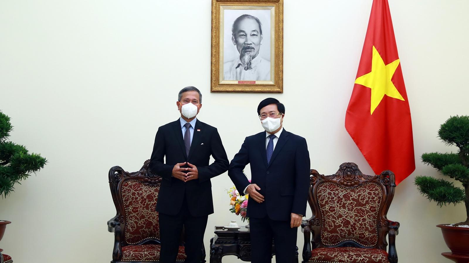 Việt Nam-Singapore tiến tới công nhận lẫn nhau về chứng chỉ vaccine, hợp tác kinh tế số