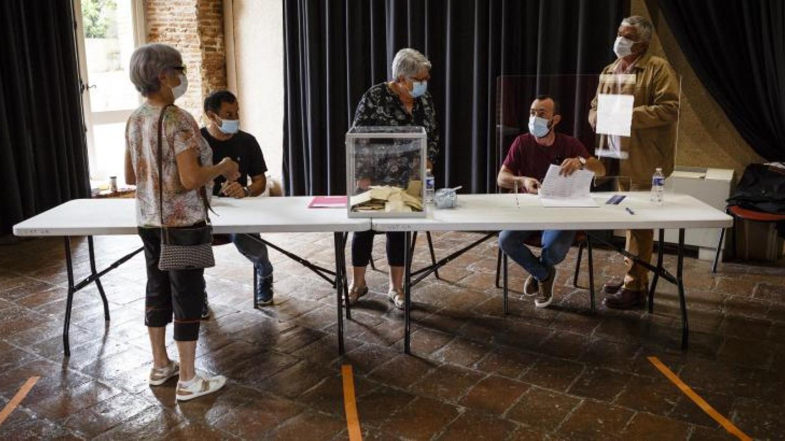 Khoảng 33 triệu cử tri Pháp không đi bỏ phiếu bầu cử cấp vùng và tỉnh