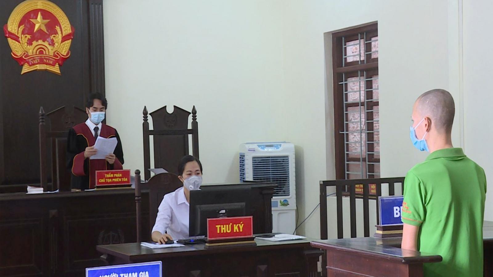 Phạt 24 tháng tù giam đối tượng tấn công lực lượng chống dịch