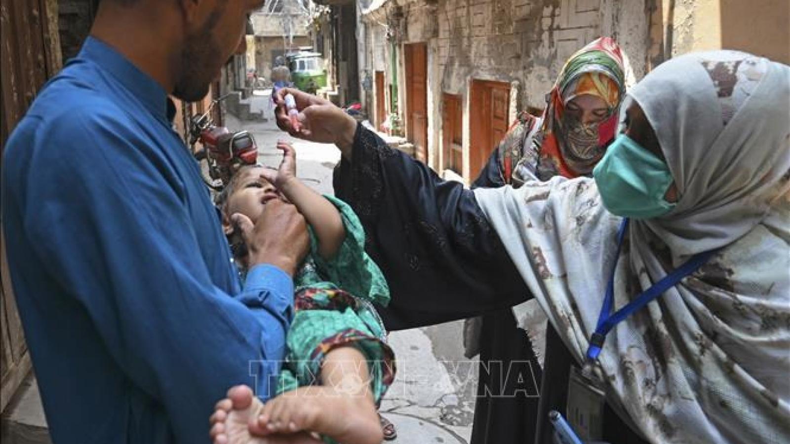 Pakistan dừng tiêm vaccine bại liệt sau các vụ tấn công vào nhân viên y tế