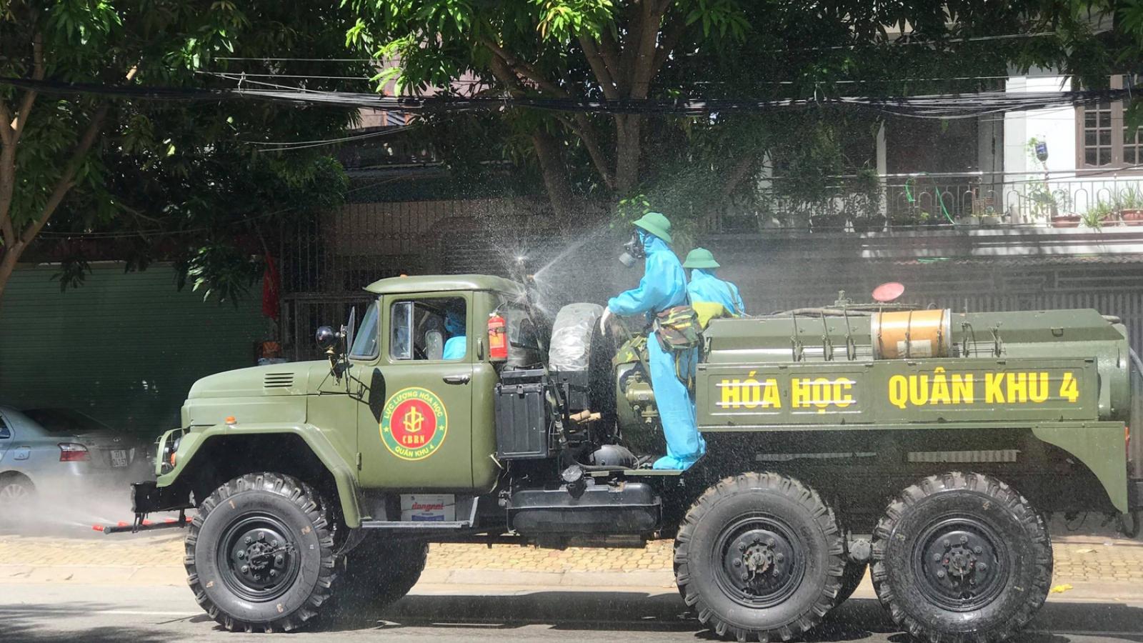 Quân khu 4 điều xe chuyên dụng phung hóa chất khử khuẩn tại TP Vinh