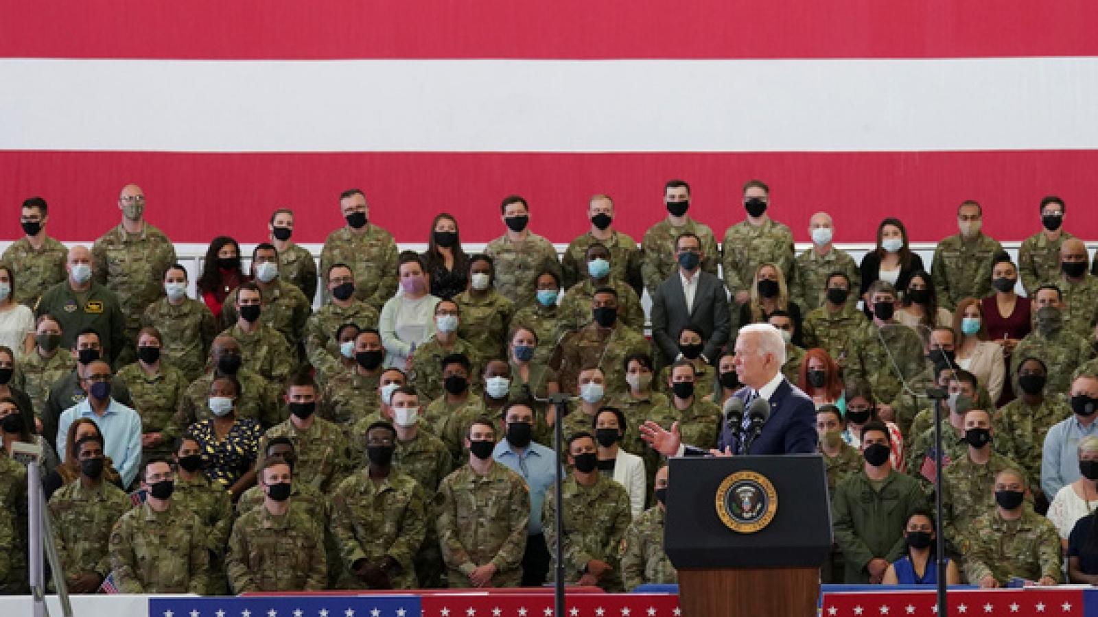Tổng thống Biden thăm căn cứ không quân Hoàng gia Anh RAF Mildenhall