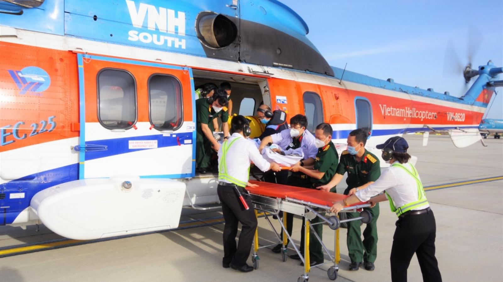 Đưa máy bay ra đảo Trường Sa cấp cứu một trung tá bị nhồi máu cơ tim