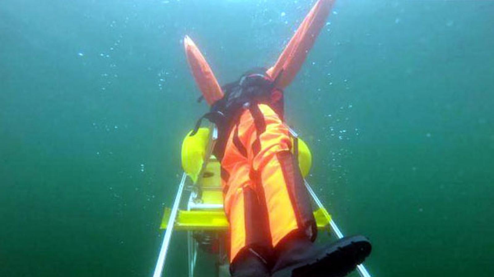 Robot cứu hộ bể bơi