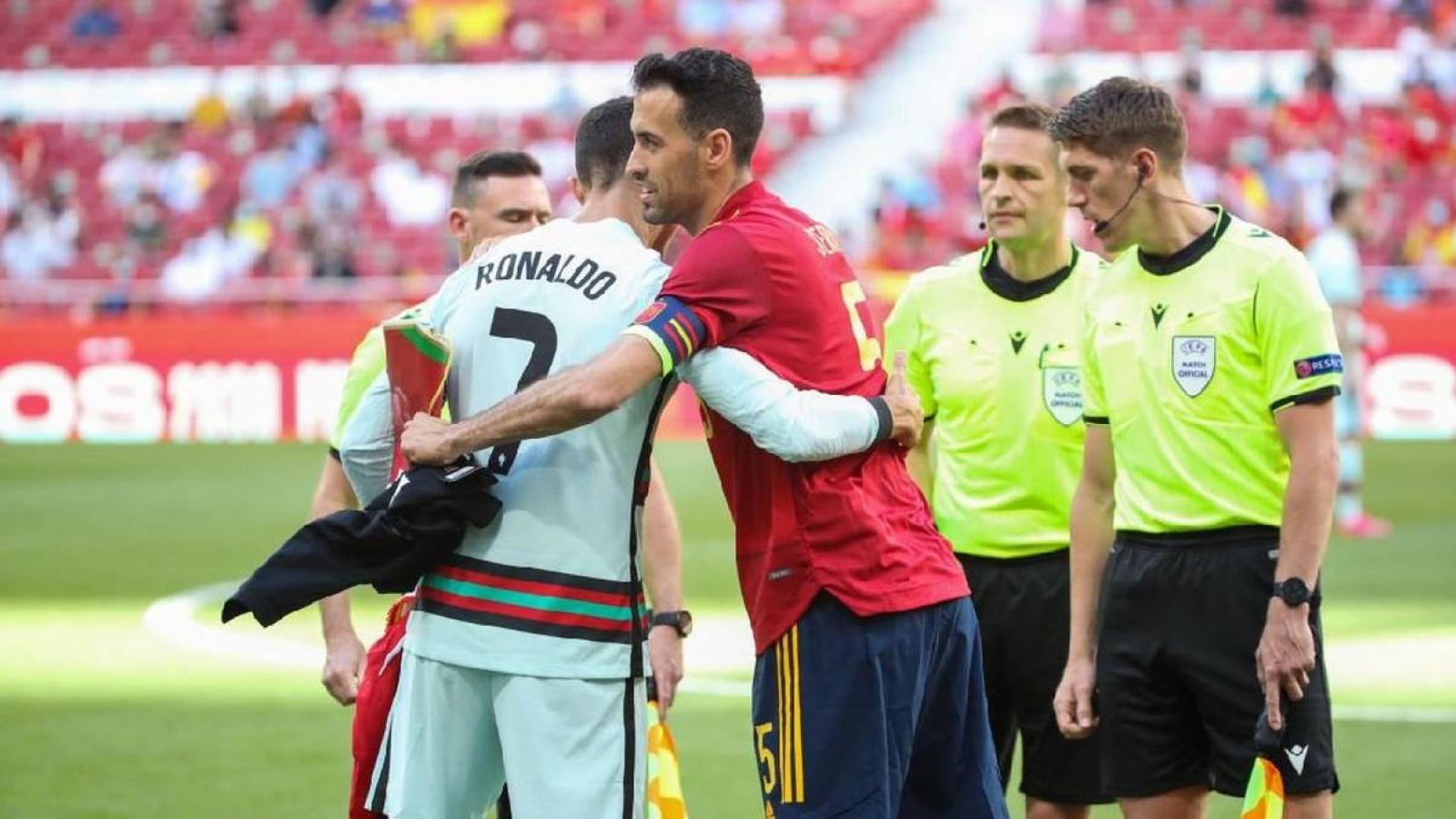 Ronaldo và đồng đội xét nghiệm Covid-19 sau khi đối đầu với Busquets