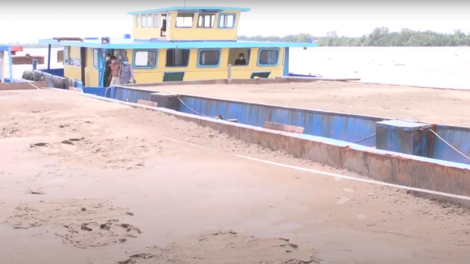 Bắt giữ 3 sà lan chở gần 900m3 cát trái phép