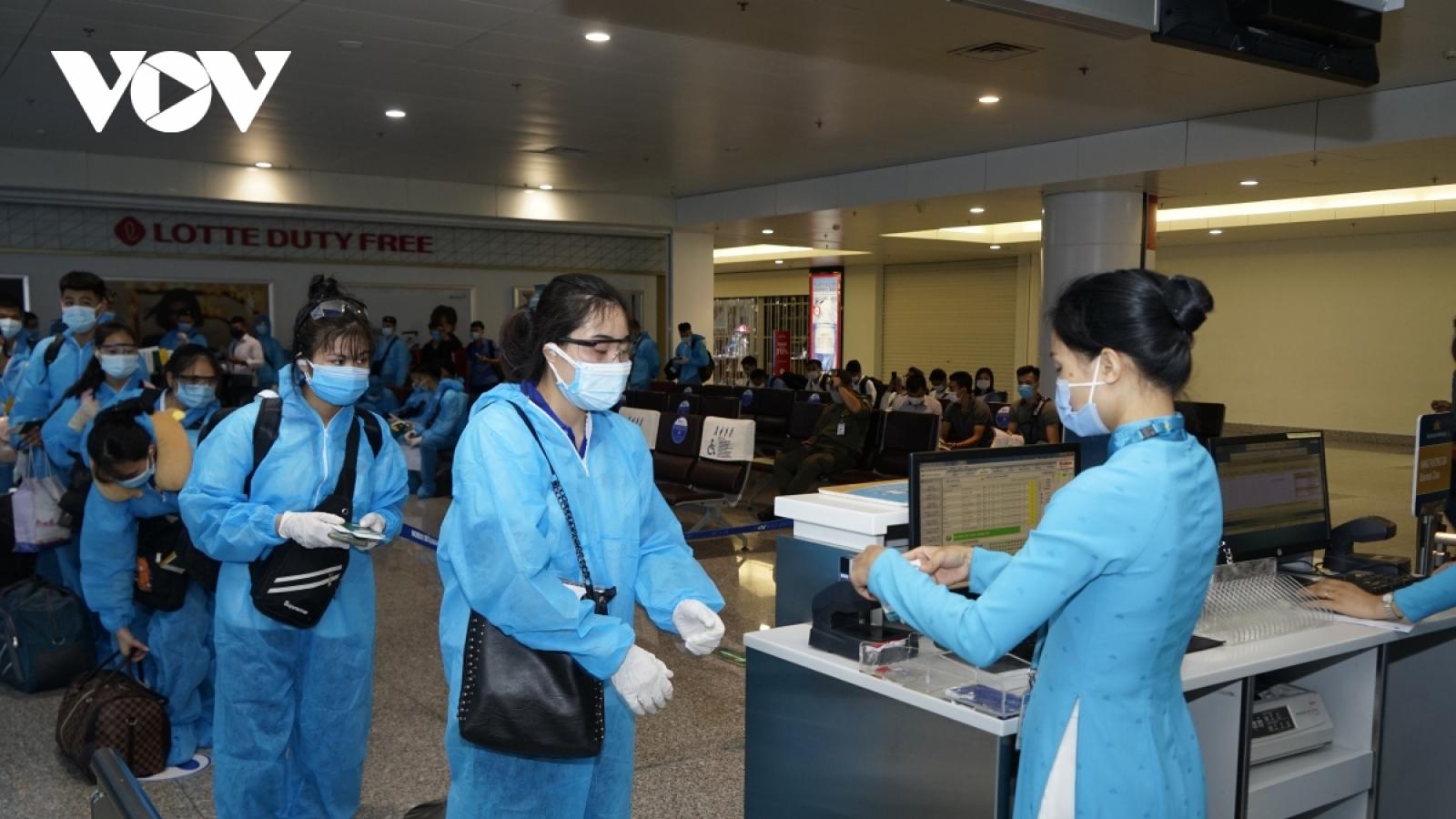 Hà Nội lấy mẫu xét nghiệm ngẫu nhiên người từ TP.HCM về qua sân bay Nội Bài