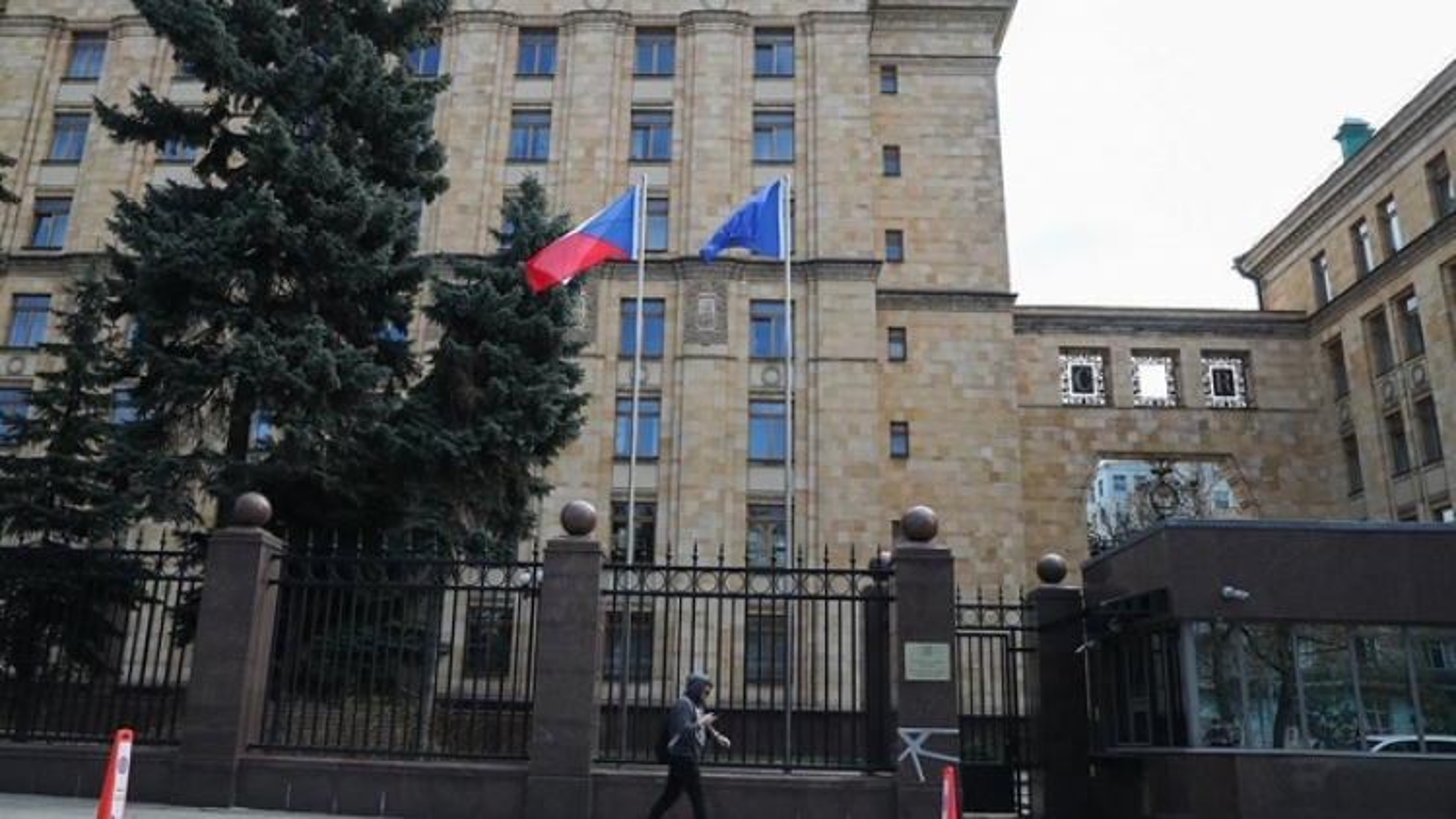 Séc và Nga hoàn thành việc rút gọn nhân viên Đại sứ quán tại mỗi nước