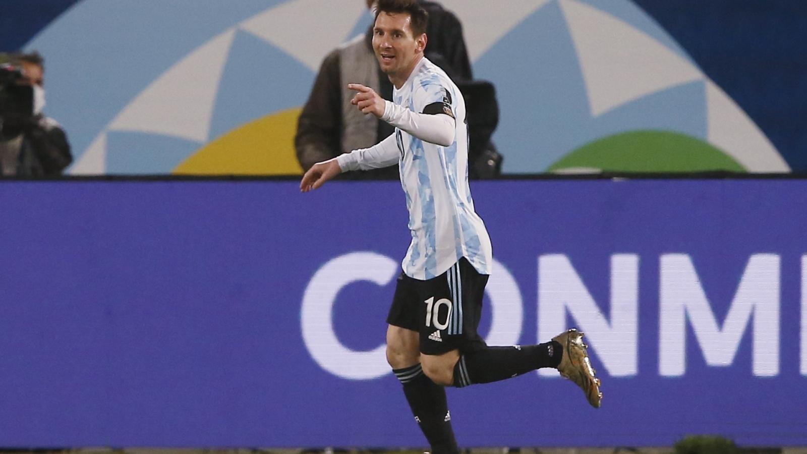 """Messi chính thức trở thành cầu thủ """"vĩ đại"""" nhất ĐT Argentina"""
