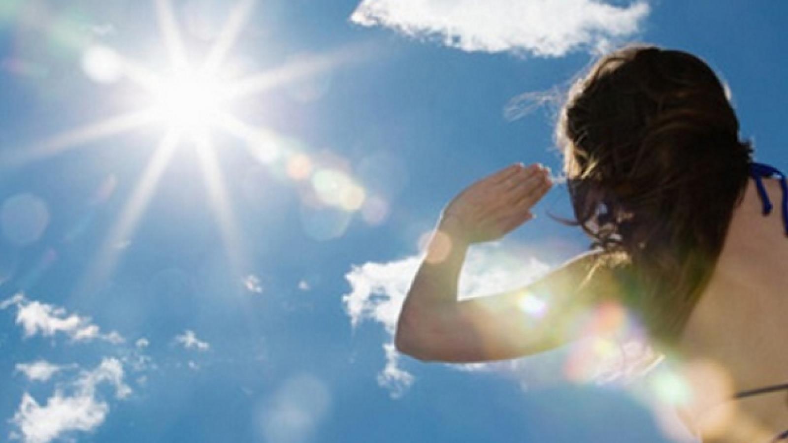 Bảo vệ mắt và tóc dưới nắng hè