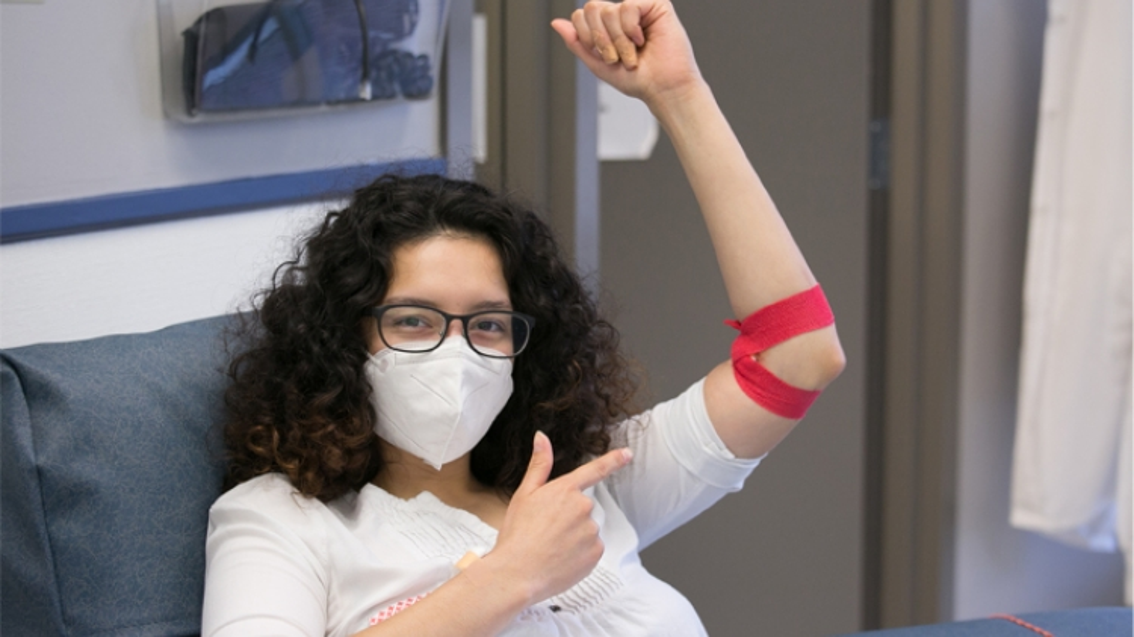 Hiến máu sau khi tiêm vaccine COVID-19 và những điều cần lưu ý
