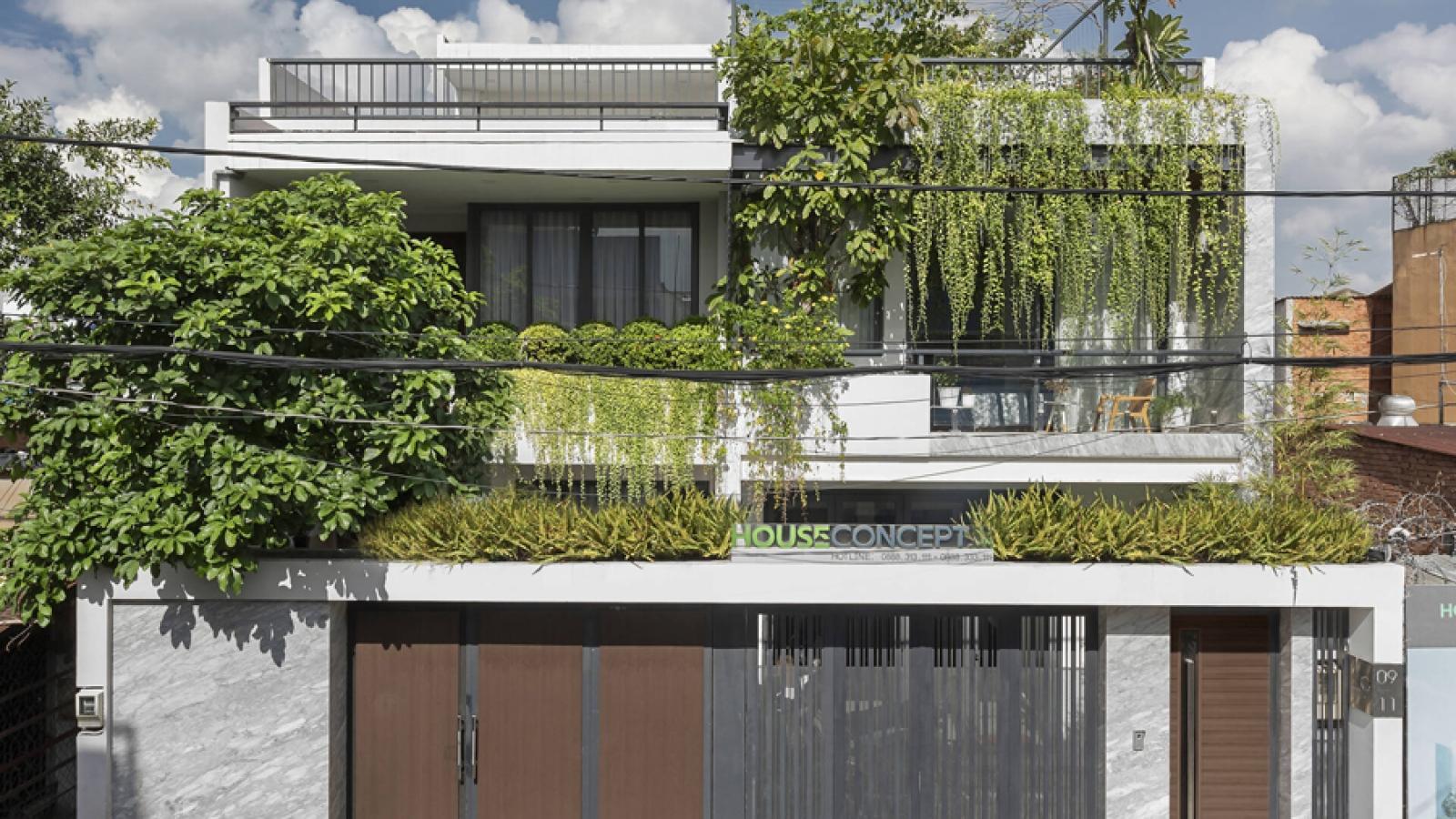 Thú vị ngôi nhà kết nối mặt tiền với nhà hàng xóm