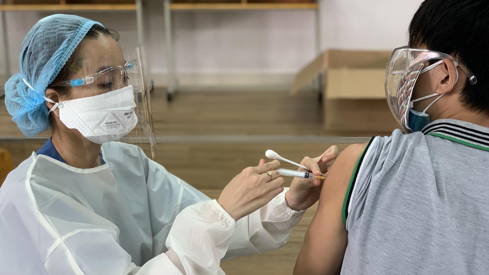 TP.HCM huy động thêm nhân lực, tăng tốc tiêm chủng vaccine ngừa Covid-19