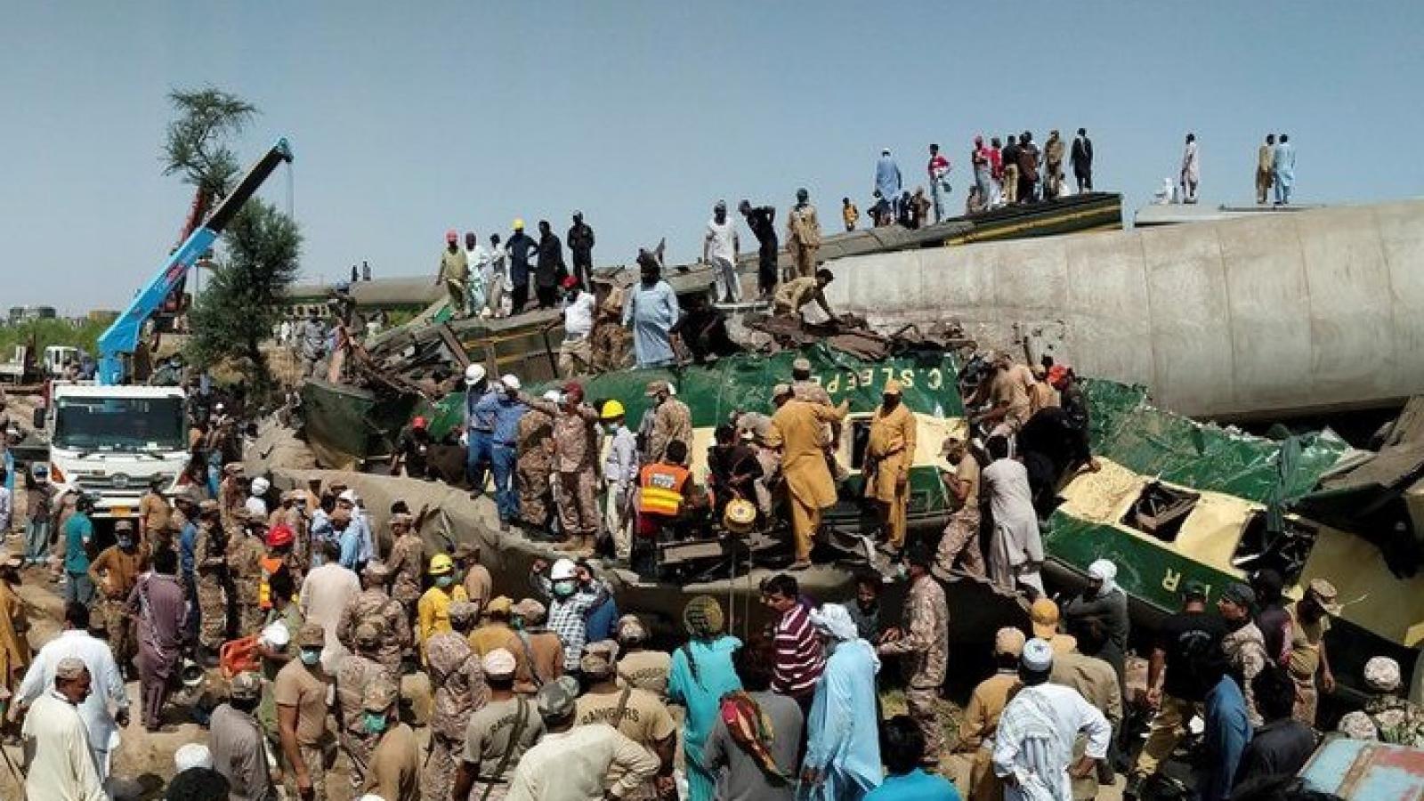 Vụ tai nạn tàu cao tốc ở Pakistan: Số người chết tăng lên 62