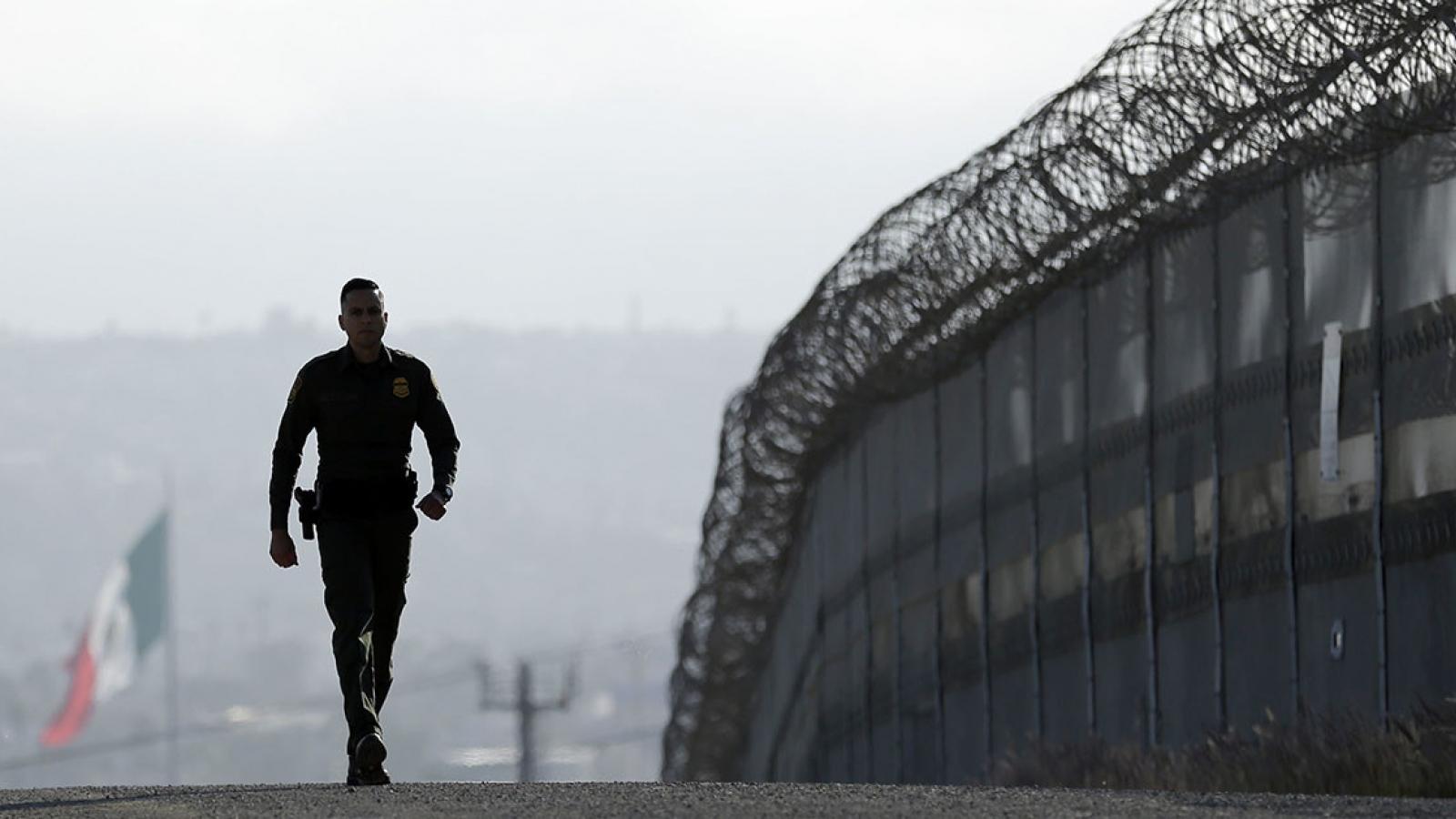 Lầu Năm Góc chuyển 2,2 tỷ USDtừquỹ xây tường biên giới với Mexico vào các dự án quân sự