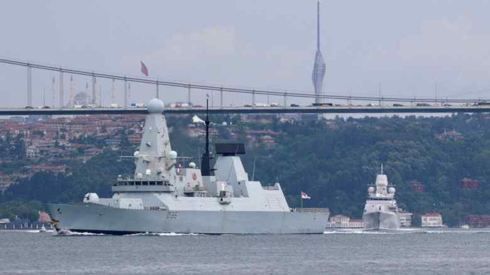 Nga tuyên bố đã bắn cảnh cáo tàu khu trục Anh ở Biển Đen