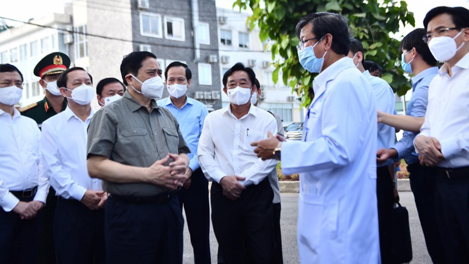 Thủ tướng Phạm Minh Chính kiểm tra công tác phòng chống dịch ở Bình Dương