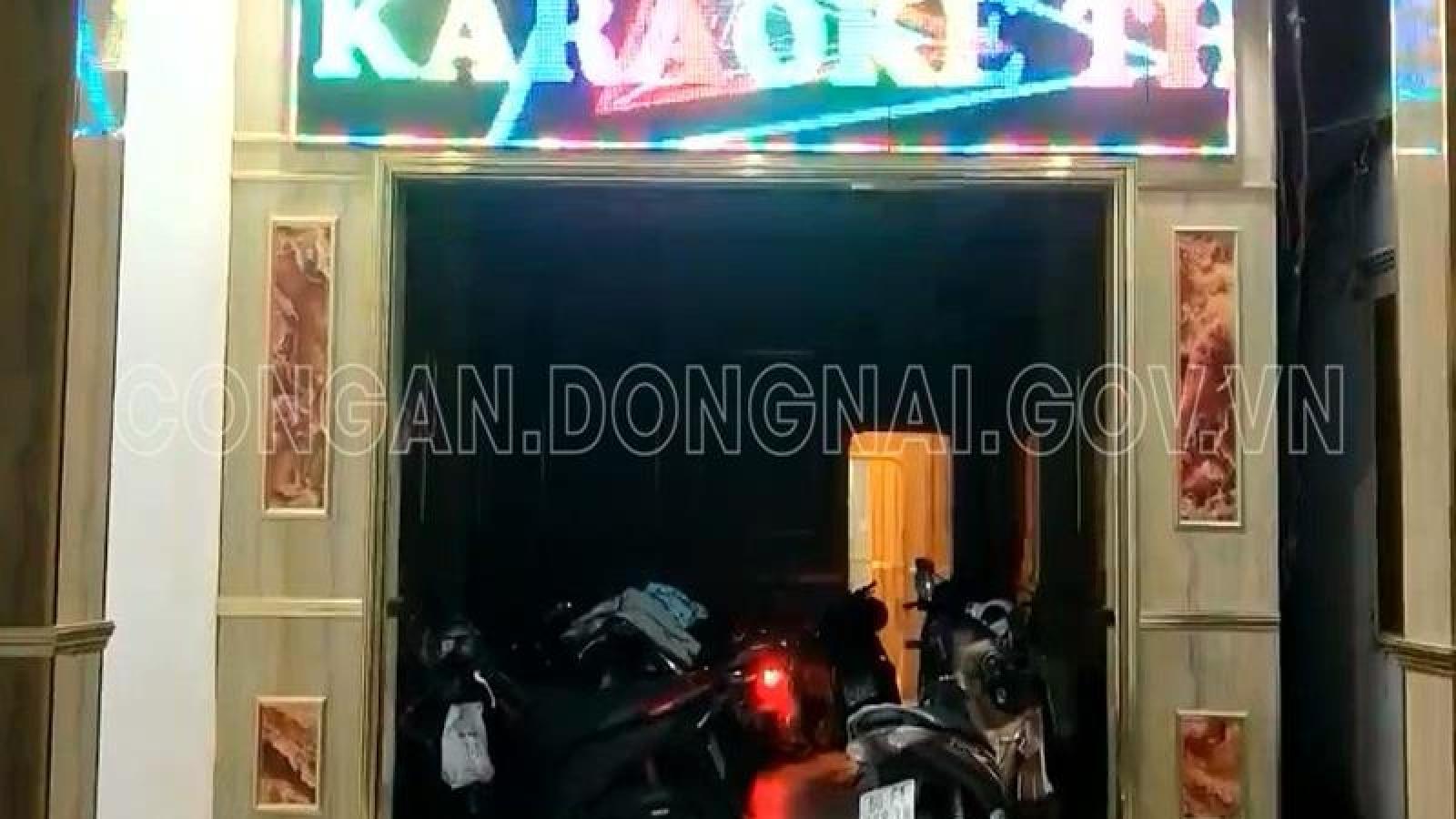 Quán karaoke ở Đồng Nai để nhân viên thoát y tiếp khách
