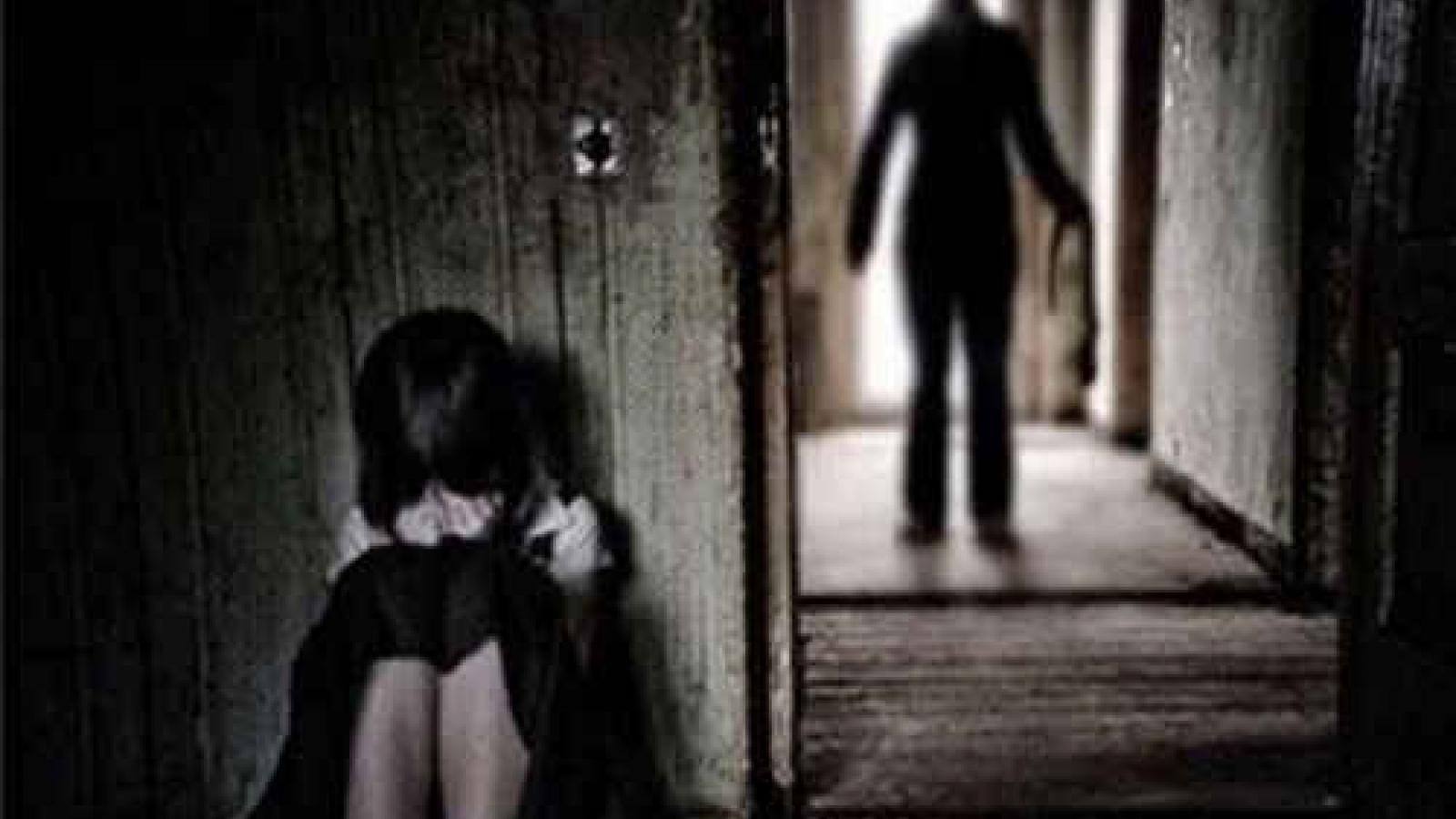 Ông già hàng xóm hiếp dâmhai bé gái 8 tuổi