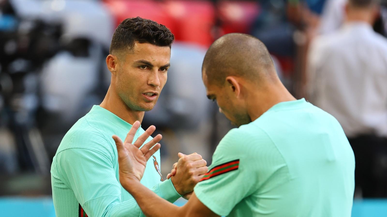 """Trực tiếp bóng đá Bồ Đào Nha - Đức: Ronaldo """"đòi nợ"""" cho Pepe?"""