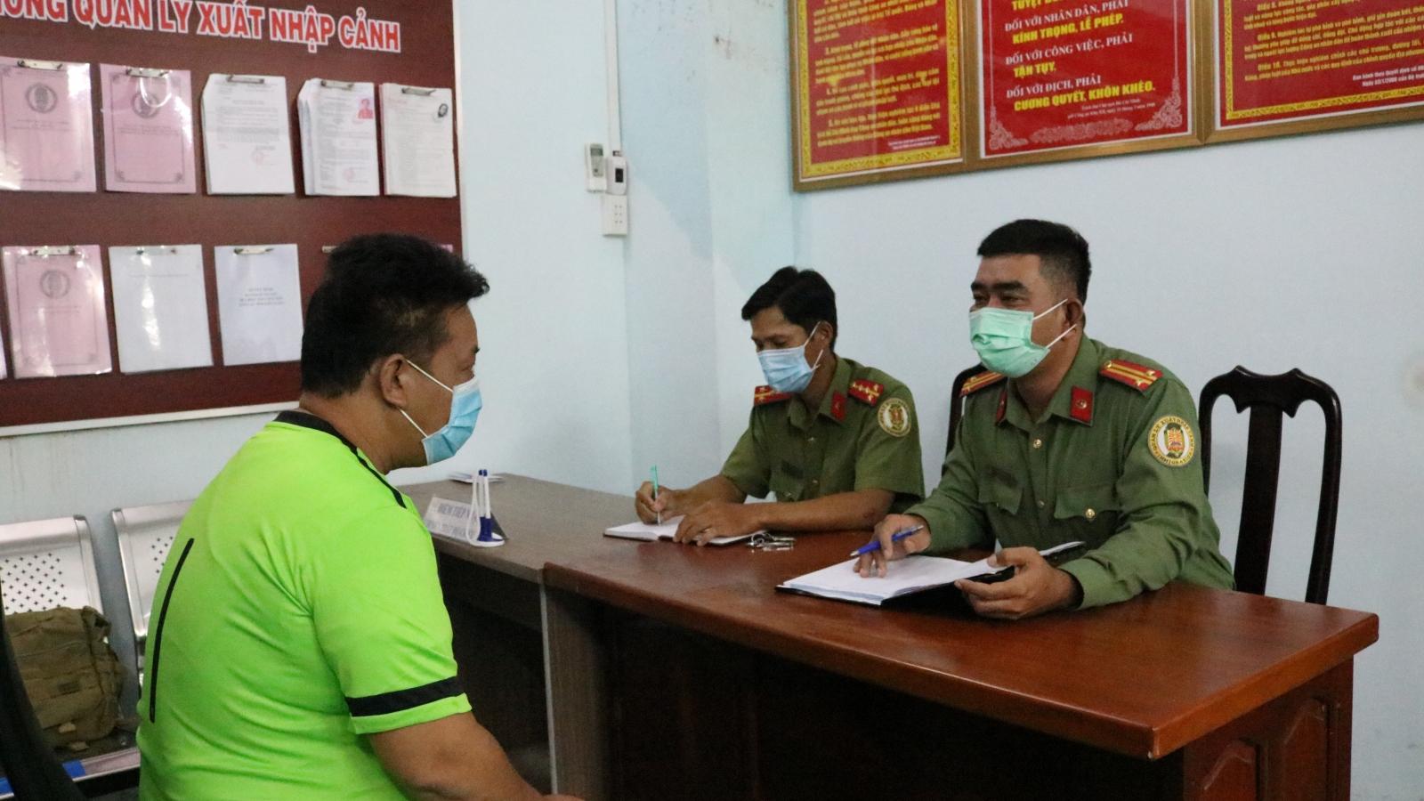 Trục xuất 13 người Trung Quốc nhập cảnh trái phép
