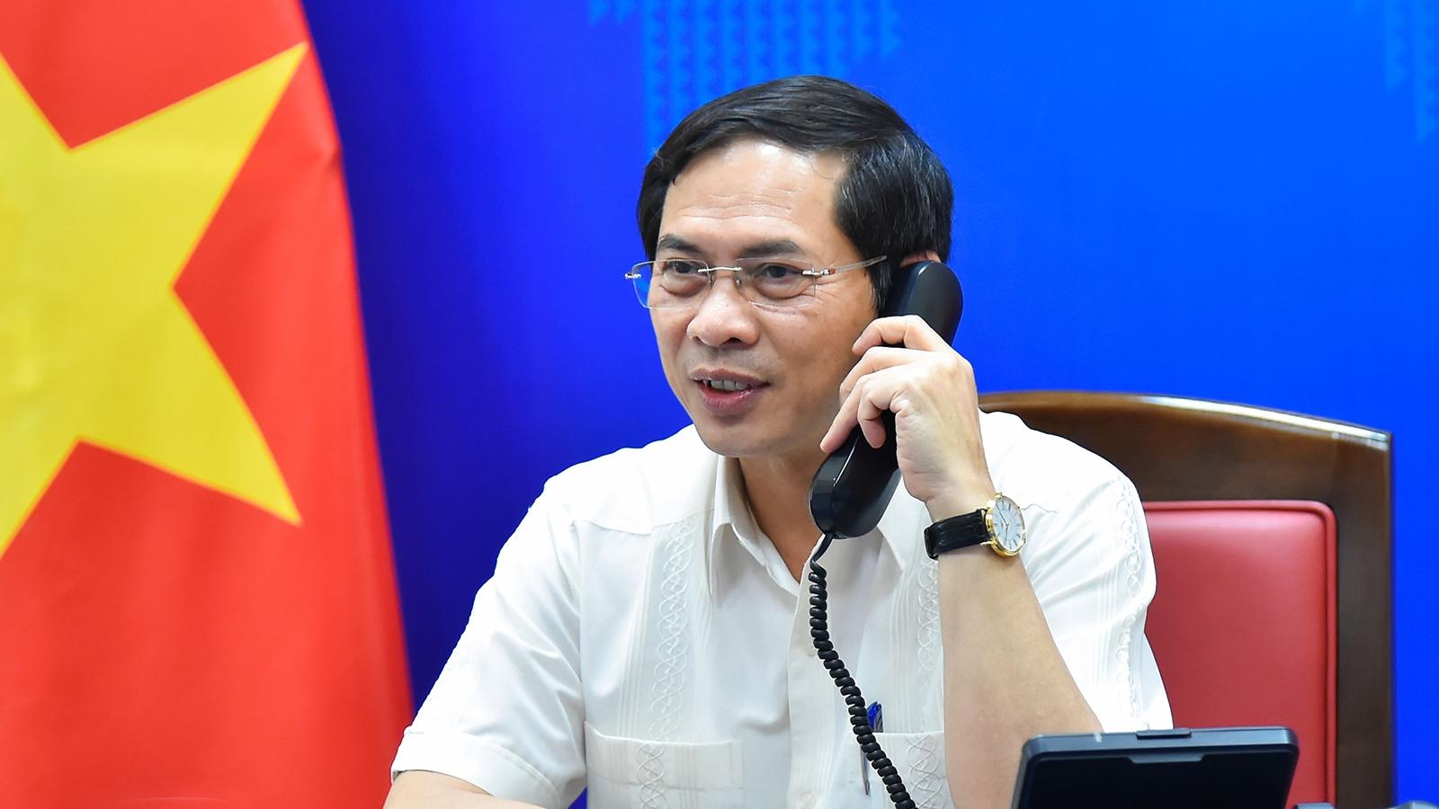 Bộ trưởng Ngoại giao Bùi Thanh Sơn điện đàm với Bộ trưởng Ngoại giao Na Uy