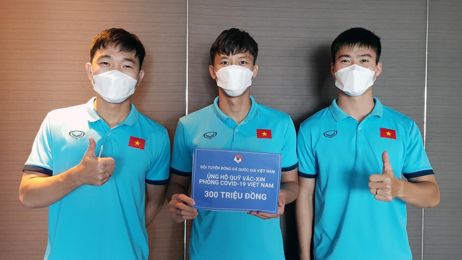 ĐT Việt Nam ủng hộ 300 triệu đồng vào Quỹ vaccine phòng, chống COVID-19
