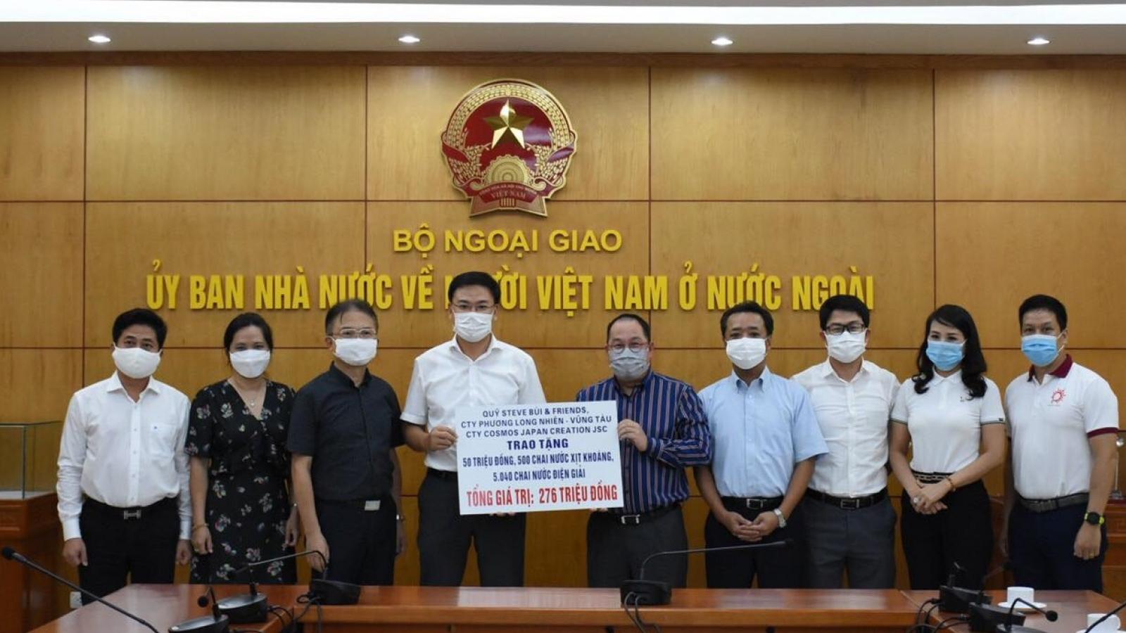 Doanh nghiệp kiều bào Việt Nam quyên góp tiền và hiện vật cho cuộc chiến chống Covid-19