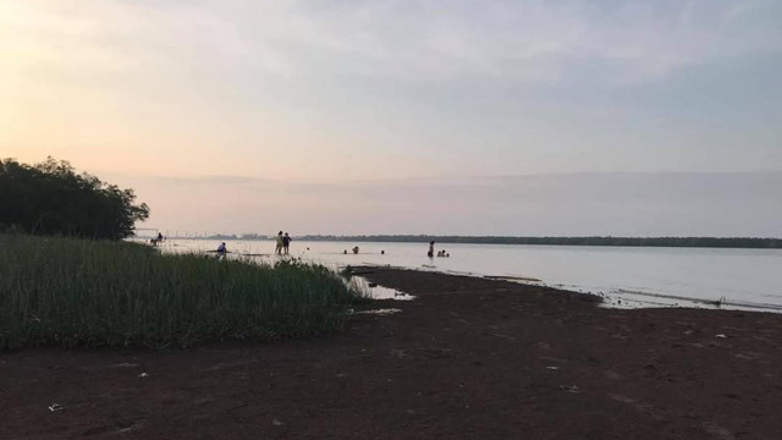 Đi tắm biển với nhóm bạn, nam thanh niên 20 tuổi bị đuối nước