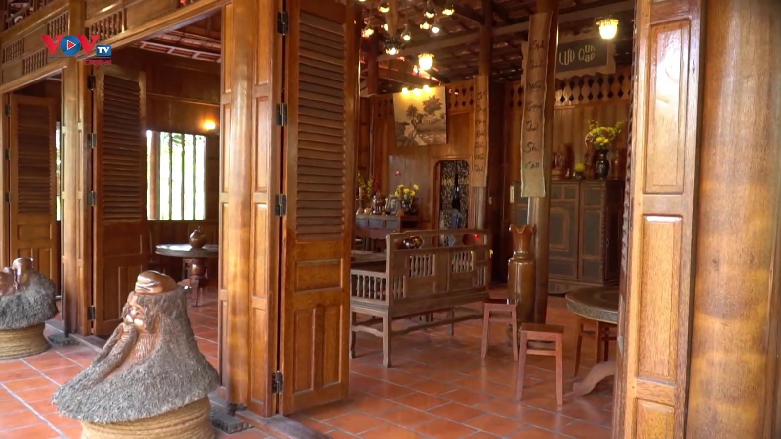 Ngôi nhà làm từ hàng nghìn cây dừa trăm tuổi tại Vĩnh Long