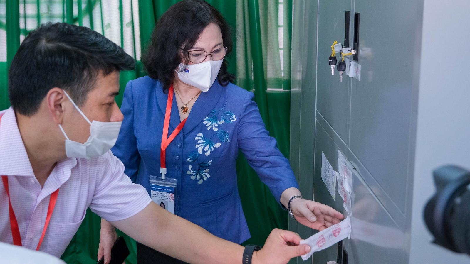 Thứ trưởng Bộ GD-ĐT kiểm tra công tác chuẩn bị kỳ thi tốt nghiệp THPT tại Cần Thơ