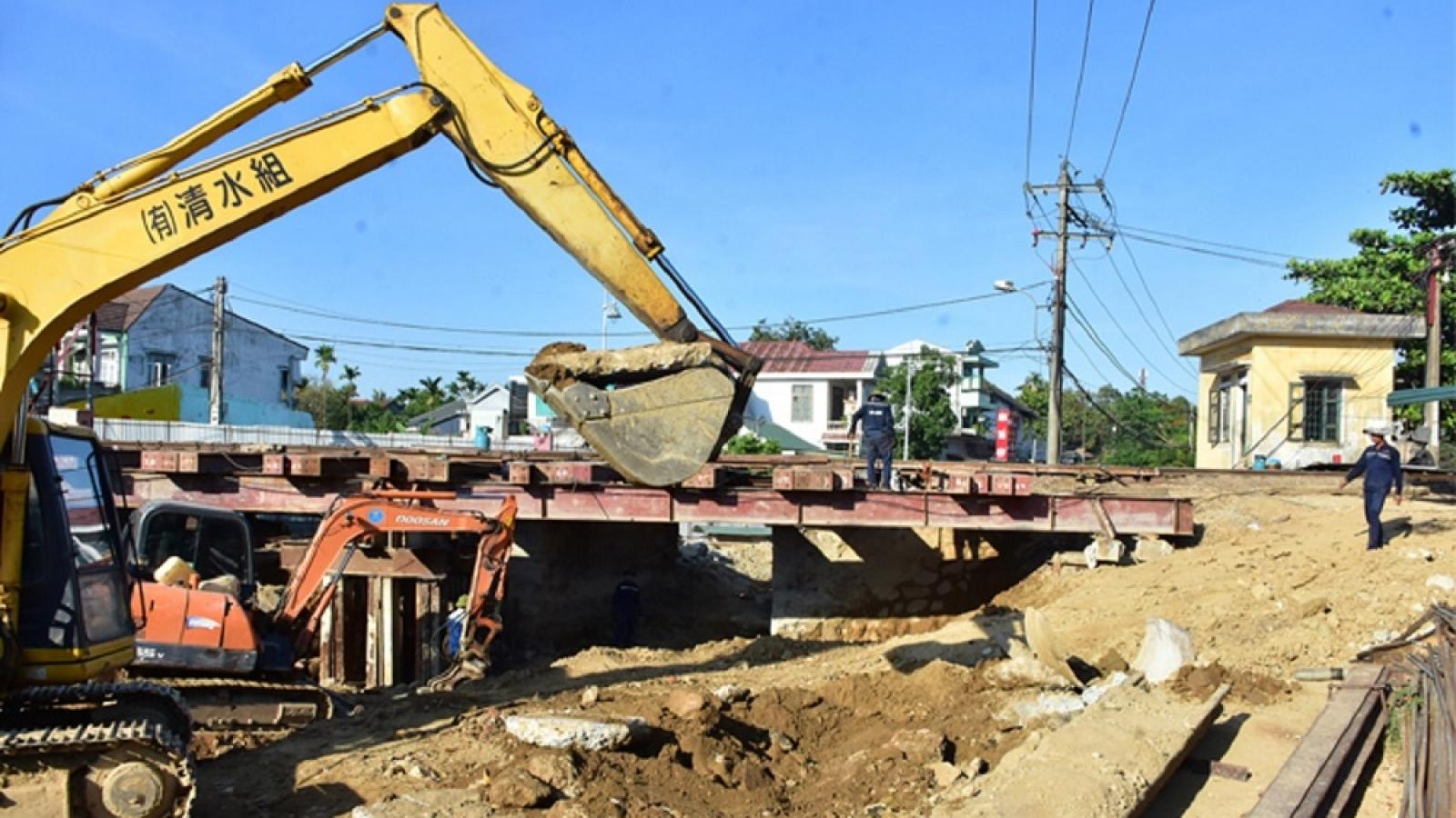 Thừa Thiên Huế yêu cầu đẩy nhanh tiến độ cầu chui đường sắt Bắc-Nam
