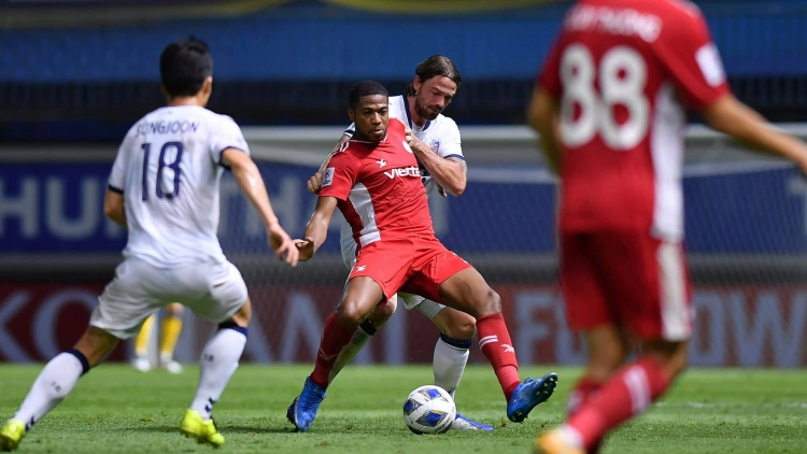 Quế Ngọc Hải và Trọng Hoàng trở lại, Viettel thiếu ngoại binh khi đấu Kaya FC