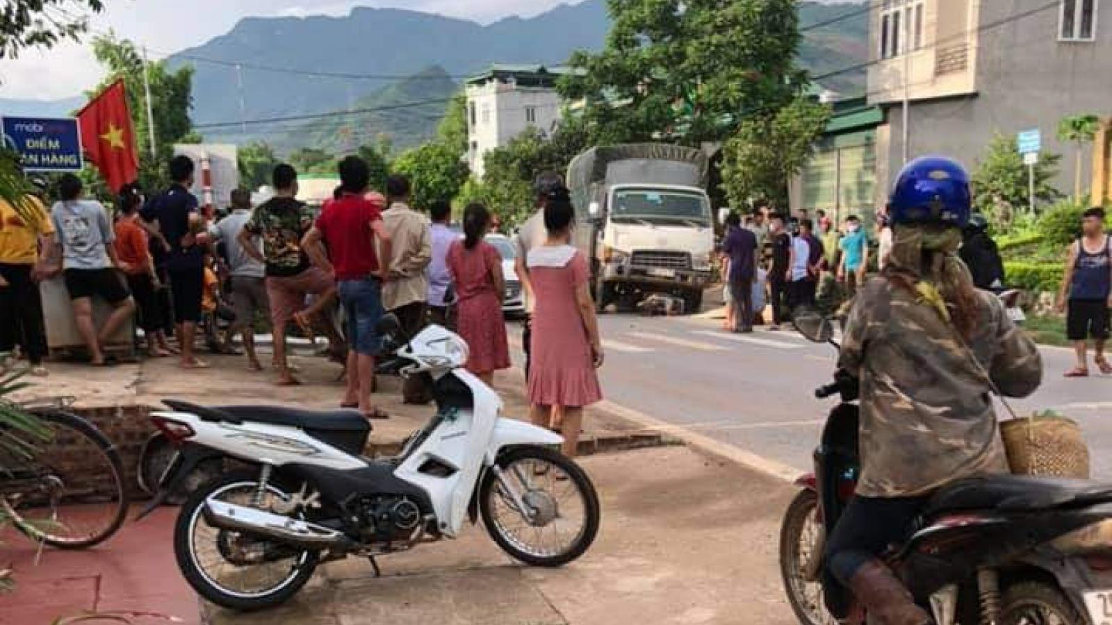 Người đàn ông đi xe máy tử vong sau va chạm với xe tải