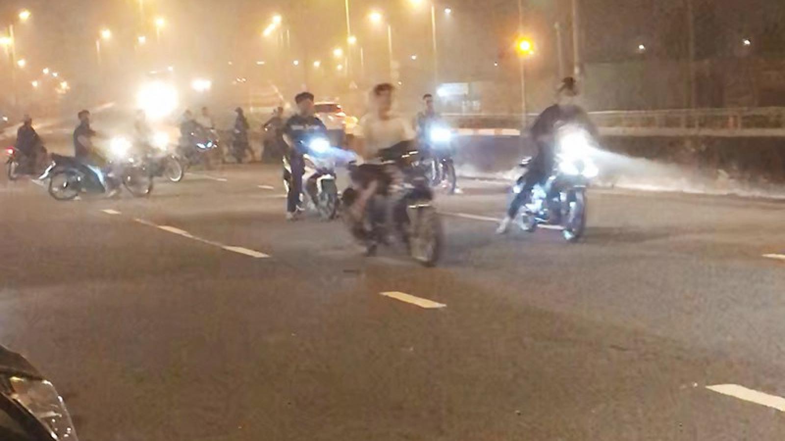 """""""Quái xế"""" chạy xe, đánh võng vẫn gia tăng ở Quảng Ninh"""