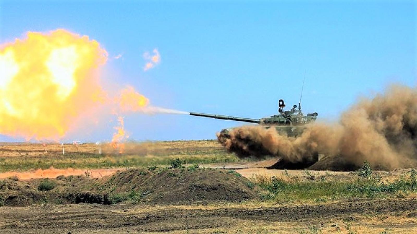 """Soi sức mạnh của """"báo thép"""" T-72B3 Nga điều về trấn giữ Crimea"""