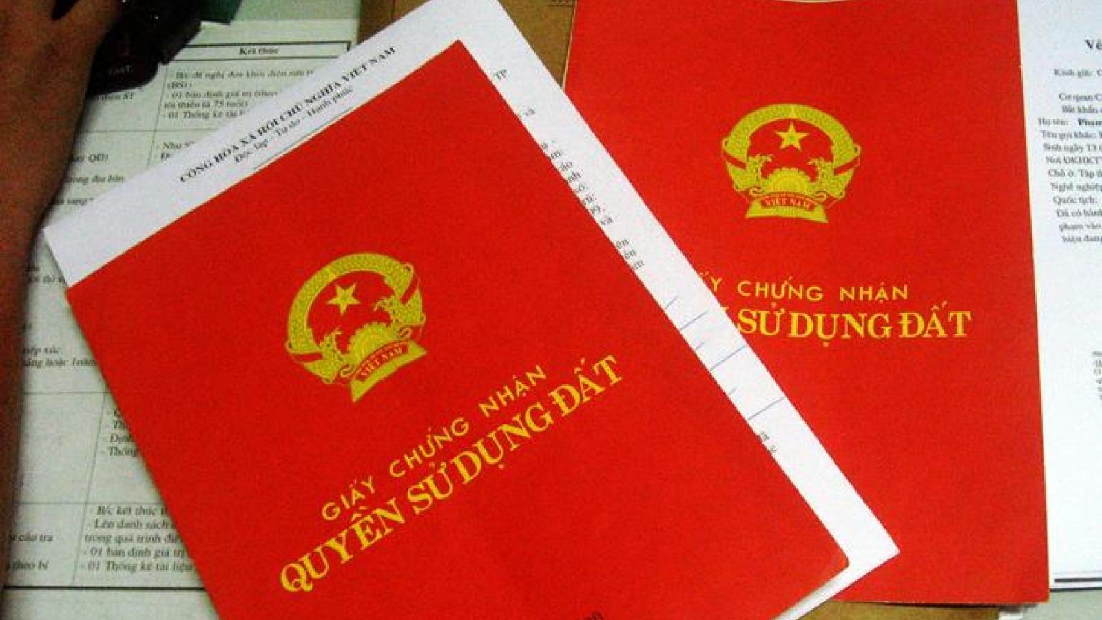 Đề nghị tạo điều kiện cho việc ghi tên 2 vợ chồng trên sổ đỏ