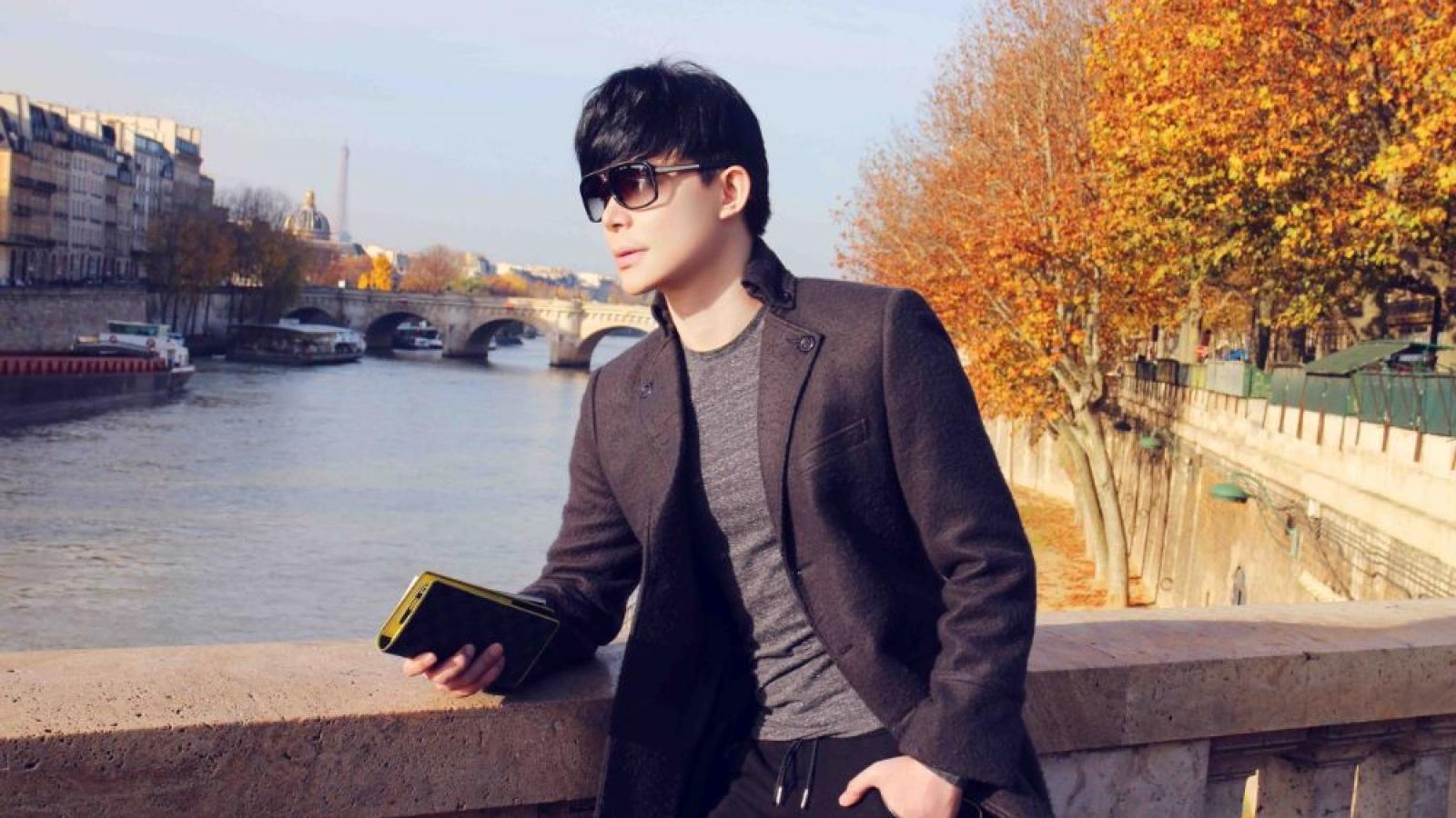 Nathan Lee bất ngờ hủy chuyến bay Pháp để ở lại Việt Nam